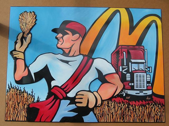 生活中心/綜合報導 全球最大速食業者「麥當勞」25日在內部員工網站張貼警語,提醒自己的員工:「漢堡、薯條不健康,不宜多吃。」消息傳出後,立刻引來許多人的調侃;有人說麥當勞「老王賣瓜、自賣不誇」,也有人質疑麥當勞什麼時候變成這麼有良心的事業了。這則警語表示,相較於薯條、漢堡、汽水這些相對不健康的速食,三明治、沙拉、水健康許多。  麥當勞坦誠:速食不健康啊!(圖/Gordon Fischer, CC License) 來自麥當勞內部健康網站McResourceLine的提醒:「漢堡、薯條、汽水不適合多吃,三明