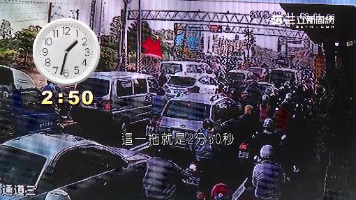 消防隊困平交道...直擊火車停太久擋救援!