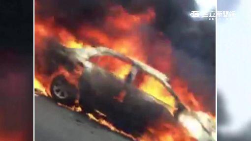 4車連環撞引火燒車 1駕駛逃不及燒死