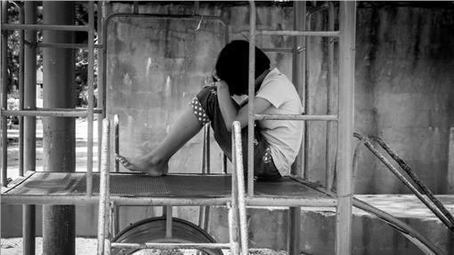 遲緩兒,自閉兒,家暴,孤單,孤獨,霸凌,孤兒  16:9 圖/達志影像