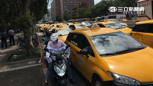 計程車包圍政院(圖/記者孫振威攝)