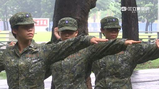首擲手榴彈實彈 軍校女兵超緊張