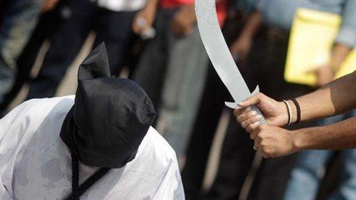 沙烏地阿拉伯處決工人照。(圖/路透社)-http://bdnews24.com/world/2016/10/19/saudi-arabia-executes-prince-for-murder-official-media