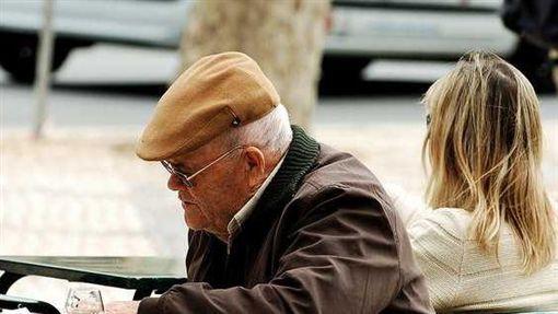 ▲全國約231萬人為失能、失智家人照顧所影響。(圖非新聞當事人/Flickr CC授權/原作者Pedro Ribeiro Simões/網址http://bit.ly/1OEUEQz)