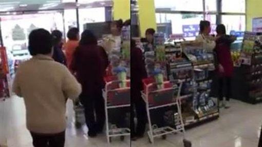 台中豐原婦人吐收銀員口水/爆料公社