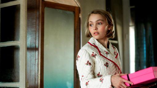 《通靈美人》莉莉羅絲戴普(Lily-Rose Depp) 圖/威視提供