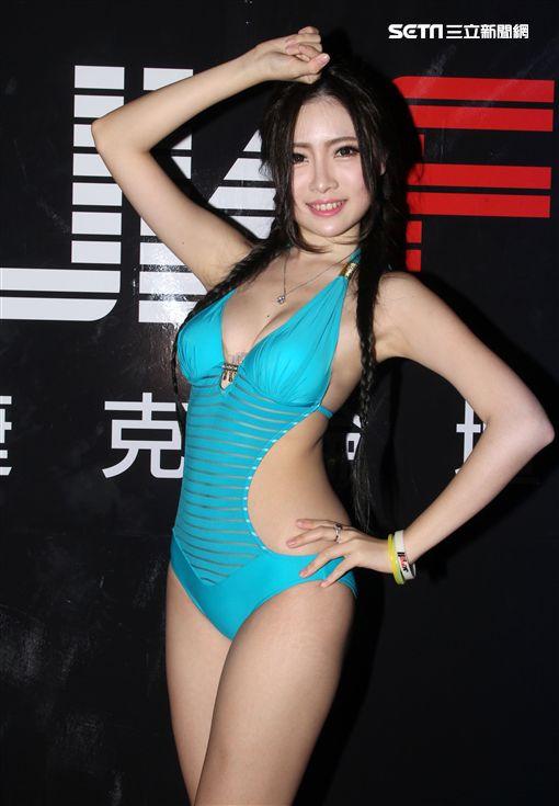 性感辣妹吳昱瑄(皇甫萌熹)曾參加2016 中華民國小姐選拔。(記者邱榮吉/攝影)