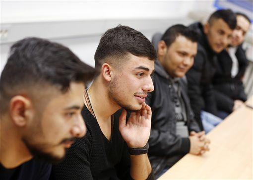 德國名師教難民如何把妹。圖/美聯社/達志影像