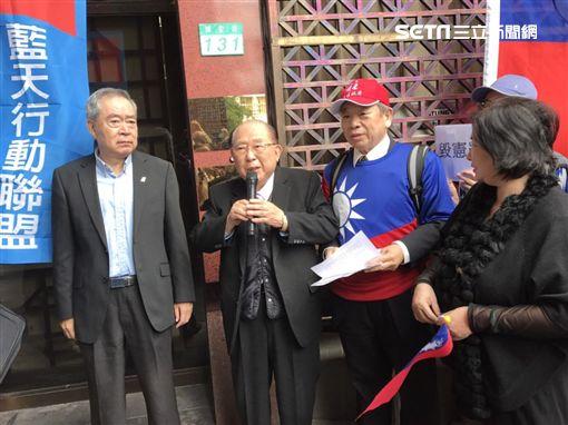 國民黨黨工代表、律師王可富,北檢告顧立雄、李登輝。潘千詩攝影