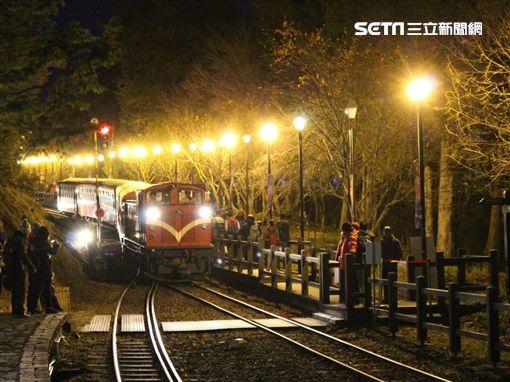 台鐵阿里山森林鐵路觀日列車。(圖/台鐵提供)