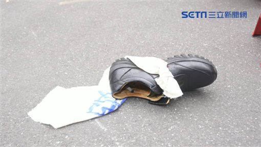 柯建銘 鞋子記者林敬旻攝影