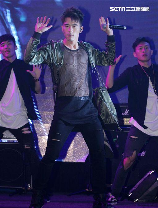 發現LIVE音樂現場(JR紀言愷)勳風K歌棒演唱會,安心亞擔任表演嘉賓。(記者邱榮吉/攝影)