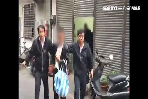 新莊區1對國小兄妹上學途中遭林男從後掐住脖子後掙脫逃逸(翻攝畫面)