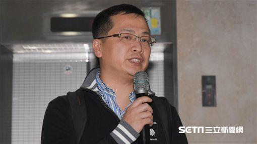總統府前副秘書長羅智強晚間在偵訊後步出地檢署 圖/記者林敬旻攝