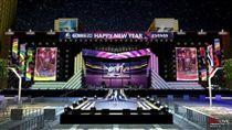 2017臺北最High新年城-跨年晚會舞台以跑道線為畫面設計主軸。(圖:臺北市政府提供)