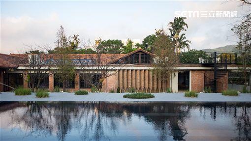 由鈺德科技進行「陽明山美軍俱樂部」的「老房子文化運動計畫」,整體投入9500萬來修繕、活化。柯文哲參觀 文化局提供