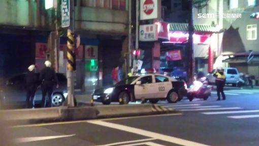 酒駕拒檢還推警 醉男遭當街壓制上銬