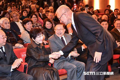 前副總統吳敦義與國民黨主席洪秀柱握手致意 圖/記者林敬旻攝