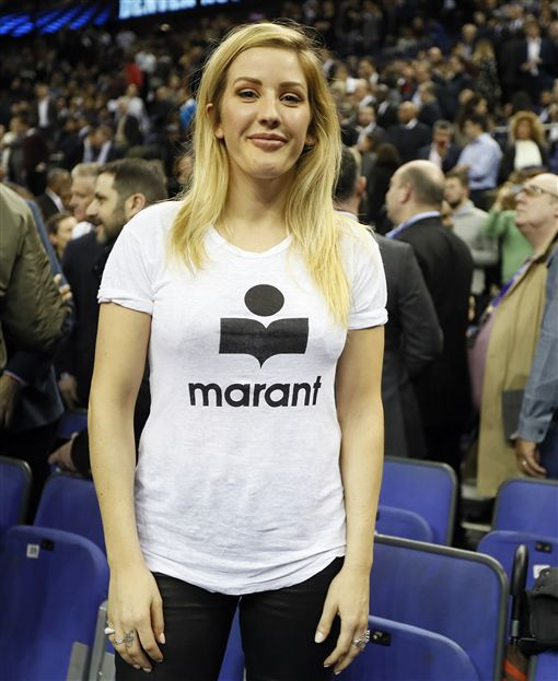 ▲歌手Ellie Goulding到球場觀看NBA倫敦賽(圖/美聯社/達志影像)