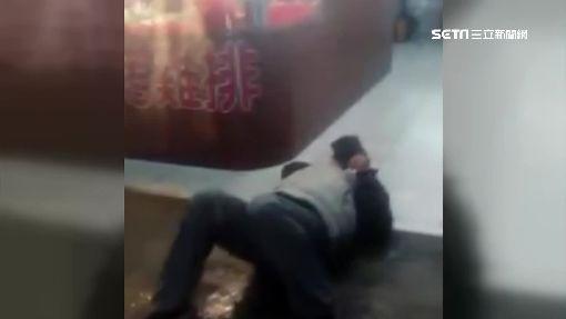 酒醉男騎車撞人遭攔 囂張揮拳傷人