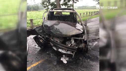 酒駕撞樹火燒車 18歲男:閃狗才撞車