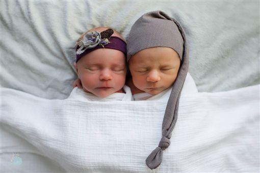 Lyndsay Brown,Reagan Brentlinger,雙胞胎,龍鳳胎,心臟,全家福/臉書、每日郵報