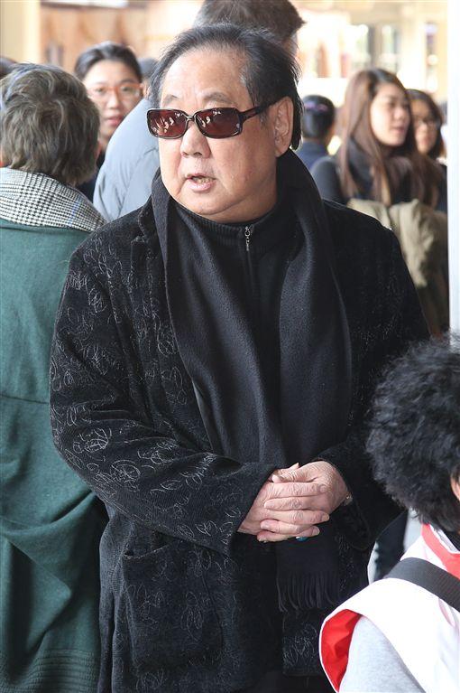 小明明告別式 馬如龍出席歌仔戲界「四大天王」之一的「小明明」巫明霞享年75歲,22日舉行公祭告別式,藝人馬如龍(圖)等人,到場送小明明最後一程。/中央社