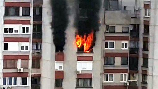 波士尼亞,住宅大樓,火警(圖/翻攝自每日郵報)