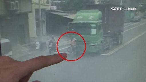 嬤當完志工過馬路返家 遭貨櫃車撞倒輾斃