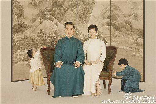 孫儷兒子畫爸媽模樣 鄧超看到後秒崩潰。資料來源:孫儷微博
