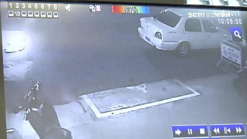 超車失控連3撞 賠慘!撞車又撞斷消防栓