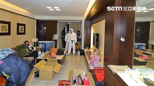 余男與林姓女友均遭通緝,兩人與賴女合租三重豪宅,分裝毒咖啡包販售牟利,警方登門查緝,一舉逮獲5名嫌犯(翻攝畫面)