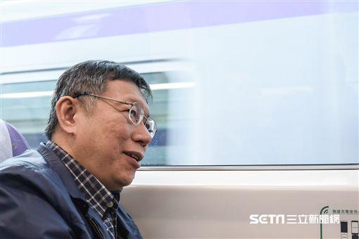 台北市長柯文哲視察桃園機場捷運 圖/記者林敬旻攝