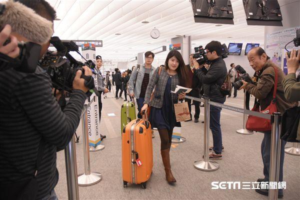 民眾,旅客試乘機場捷運,預辦登機,行李 圖/記者林敬旻攝