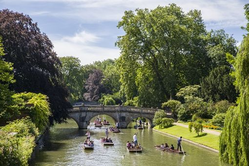 周董生日大秀婚禮私照 英國古堡旅遊風再現 圖/豪福旅行社提供