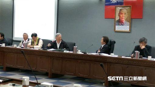 北市副市長林欽榮16日召開田園城市推廣實施計畫府級專案會議,表示未來將推廣綠屋頂計畫 北市府提供