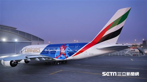 阿聯酋航空道奇隊彩繪機。(圖/阿聯酋提供)