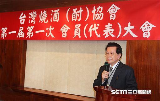 台灣燒酒(酎)協會正式成立大會,吳仁春先生當選首任理事長。(記者邱榮吉/攝影)(未滿十八歲者,禁止飲酒)
