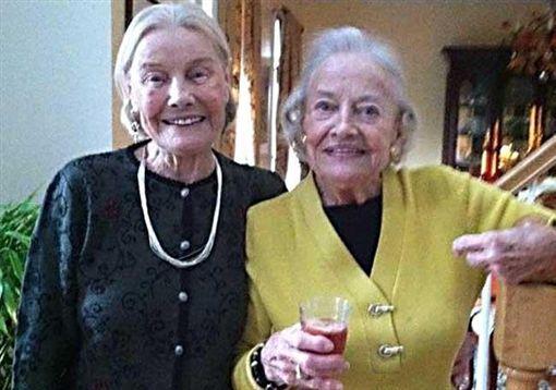 同日生同日死!相伴近一世紀 美97歲雙胞胎姊妹同日辭世
