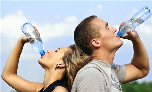 喝水,瓶裝水,開水圖/Pixabay ID-843013