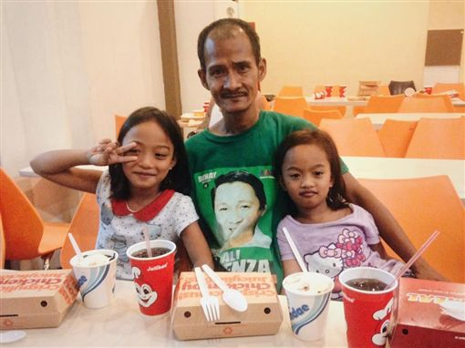 菲律賓,速食,父愛,感人 圖/翻攝自Jhunnel Sarajan臉書