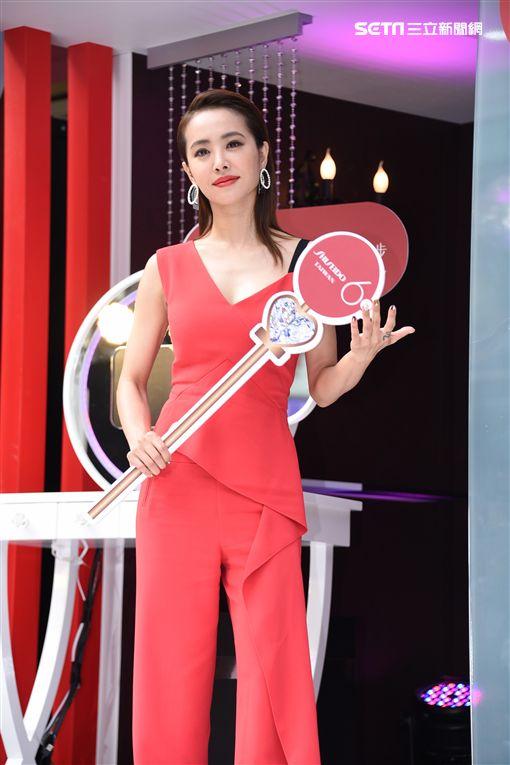 蔡依林火紅造型亮麗出席化妝品牌代言活動