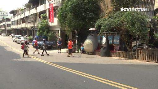 """""""無臉男""""現身龍貓車站 遊客搶拍生亂象"""