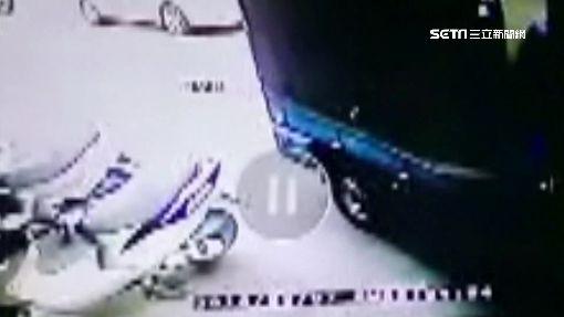 """貨車猛撞招牌逃 一年""""逮嘸人""""求償無門"""