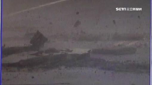 沼氣引氣爆?柏油路被炸隆起1工人傷