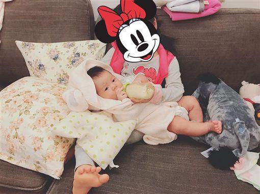 陳泱瑾女兒貼心照顧弟弟 溫馨畫面卻聽見「氣瘋」聲。資料來源:Gracetw  陳泱瑾臉書