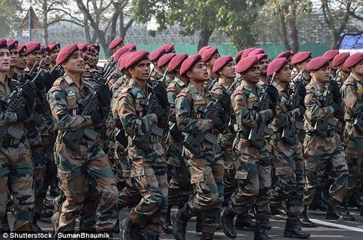 印度,軍人,士兵,肥胖,戰爭圖/翻攝自《Daily Mail》