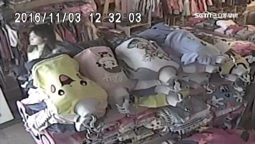 監守自盜!女店長偷包 被自家監視器洩底