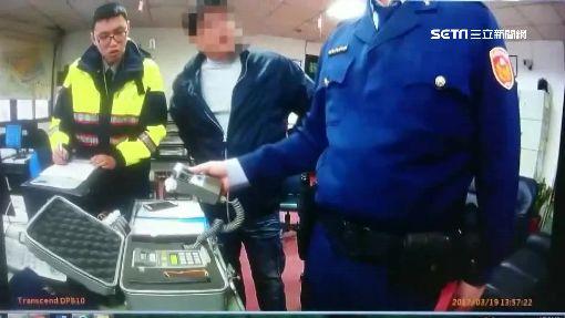 自投羅網!酒駕到警所「領手機」 遭開單扣車
