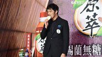 日本男星阿部寬來台出席茶品代言活動--鄭先生